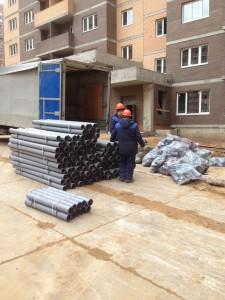 Отгрузка труб ПВХ на строительный объект в Потапово.